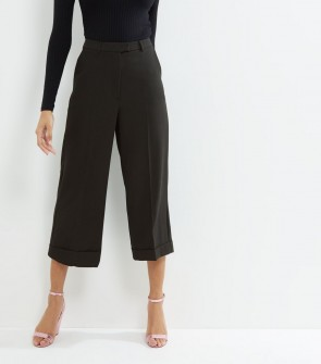 Turn Up Hem Cropped Trousers - Black.